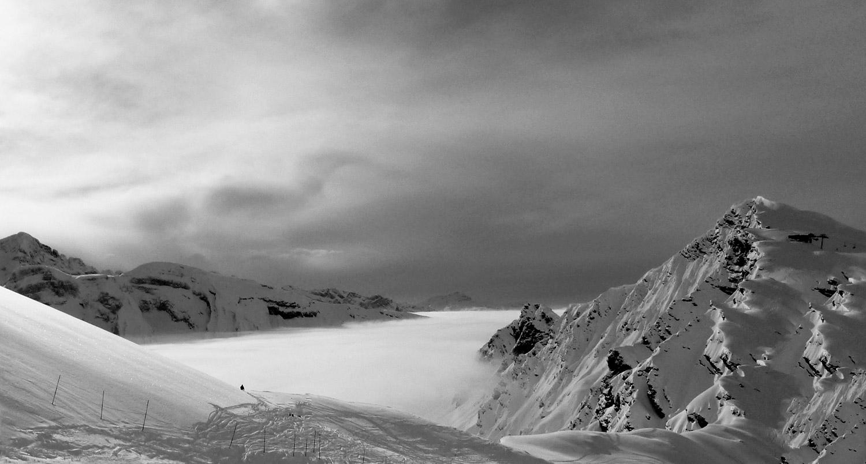 La montagne en hiver - Neige à Avoriaz en Savoie | Mer de nuages dans la vallée