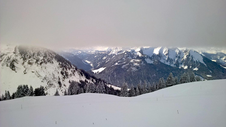 montagne-La montagne en hiver - Neige à Avoriaz en Savoie | En dessous des nuages